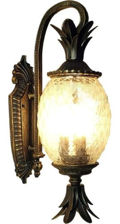 Classy Traditional Outdoor Lighting Ideas For Your House 17