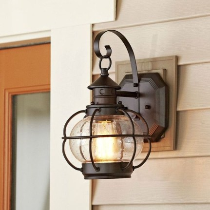 Classy Traditional Outdoor Lighting Ideas For Your House 18
