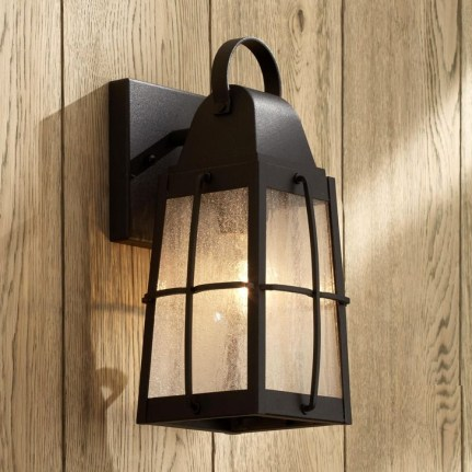 Classy Traditional Outdoor Lighting Ideas For Your House 19