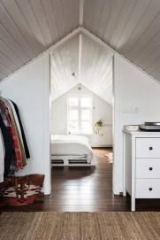 Comfy Attic Bedroom Design And Decoration Ideas 16
