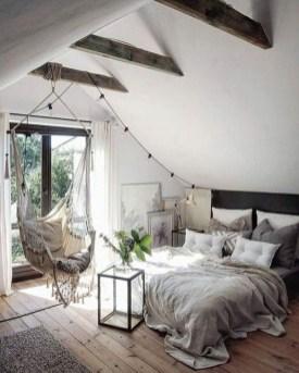 Comfy Attic Bedroom Design And Decoration Ideas 26