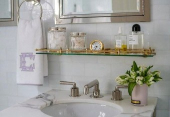 Perfect Glass Shelves Ideas For Bathroom Design 17
