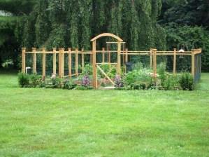 Stunning DIY Garden Bed To Beautify Your Backyard 21