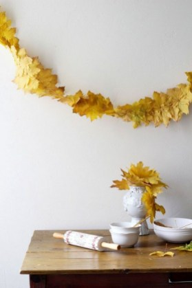 Easy And Simple Fall Garland Decoration Ideas 05