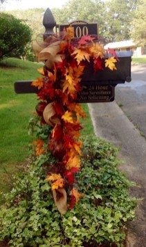 Easy And Simple Fall Garland Decoration Ideas 24