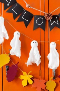 Easy And Simple Fall Garland Decoration Ideas 29