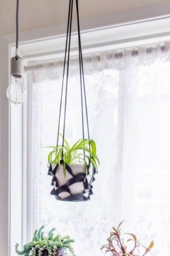 Inspiring DIY Vertical Plant Hanger Ideas For Your Home 34