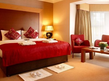 Magnificient Red Bedroom Decorating Ideas For You 40