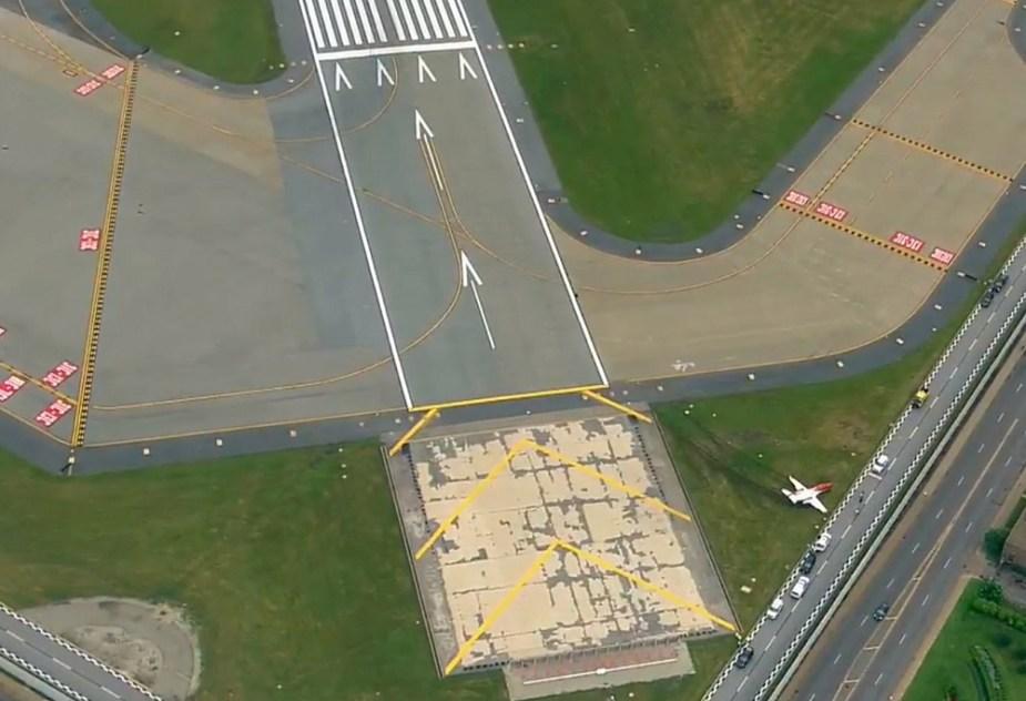 HondaJet Drifts Off Runway