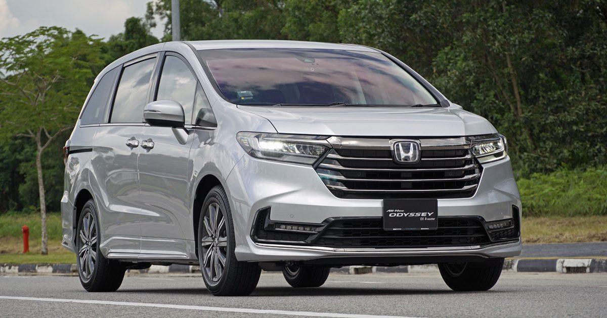 2022 Honda Odyssey Touring front