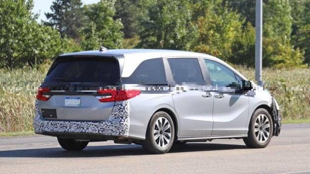 2023 Honda Odyssey Hybrid side
