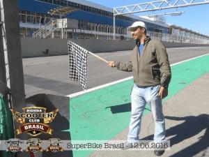 Nova Administração - Nosso Coordenador local de SP dando a Bandeirada na Copa Honda CBR500 em Interlagos