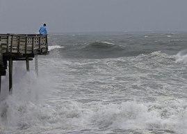 Vientos y lluvia de Florence comienzan a azotar a Carolinas