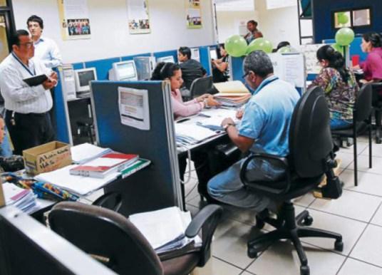 Gobierno y empleados públicos acuerdan aumento salarial de 1,100 lempiras