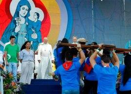 El papa pide a los jóvenes construir puentes, no muros