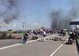 Docentes y médicos vuelven a las calles a protestar por decretos