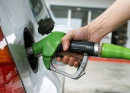 Otra rebaja reflejarán los combustibles a partir del lunes