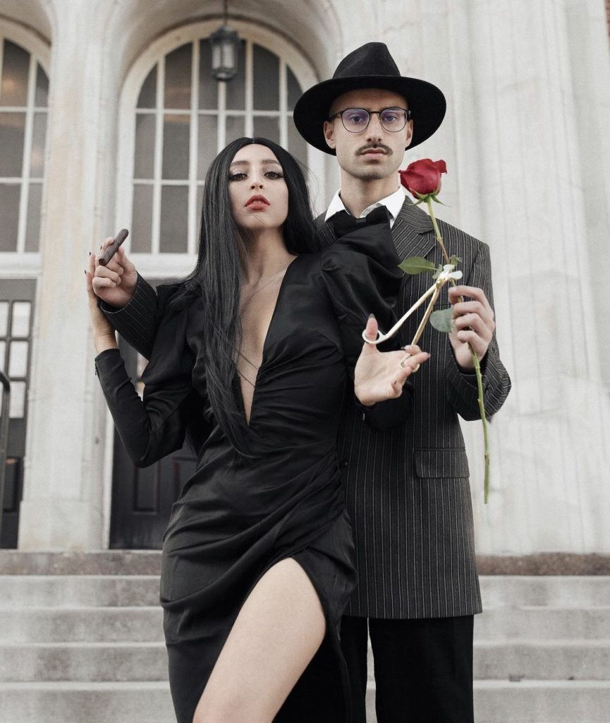 Similar costume for girls / similar costume for men. 20 Insanely Cute Couples Halloween Costumes You Ll Love To Try 2021 Honestlybecca