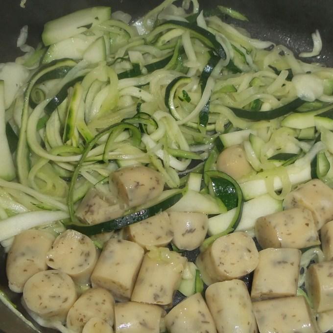 grüne und gelbe Zucchini