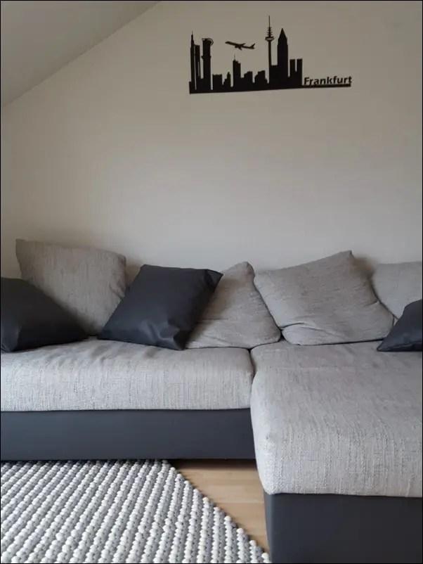 wundersch ner filzkugelteppich mit grau wei en kugeln honey lifestyleblog. Black Bedroom Furniture Sets. Home Design Ideas