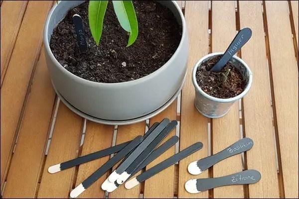 Eisstäbchen recyceln und Blumenstäbchen mit Tafelfarbe basteln