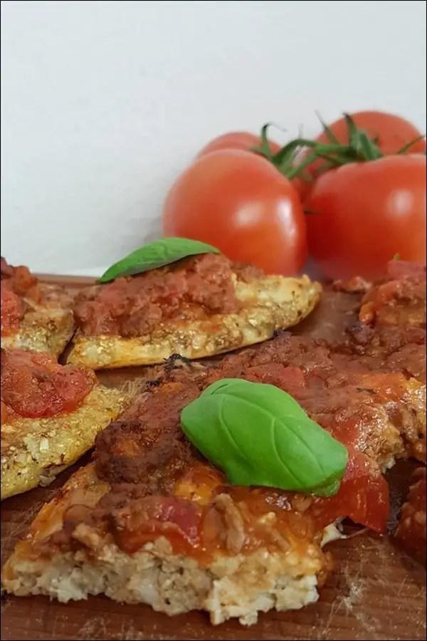 Lowcarb Blumenkohlpizza ist wirklich ganz einfach zu machen und sehr lecker!