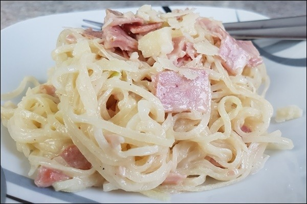 wie w re es mit lowcarb carbonara aus kohlrabinudeln honey lifestyleblog. Black Bedroom Furniture Sets. Home Design Ideas