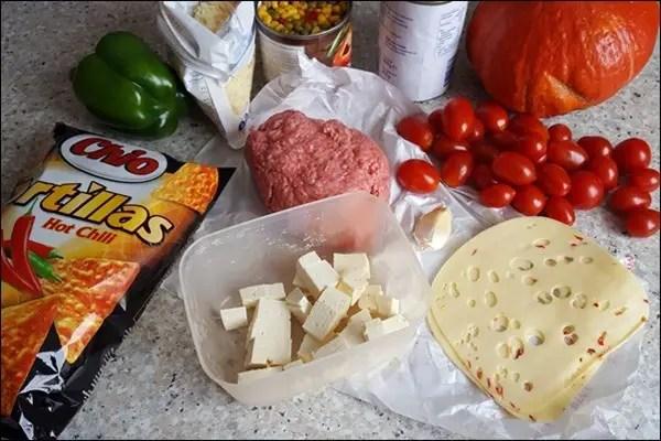 Gefüllter Kürbis mit feurigem Chili & Chio Tortillas Chip