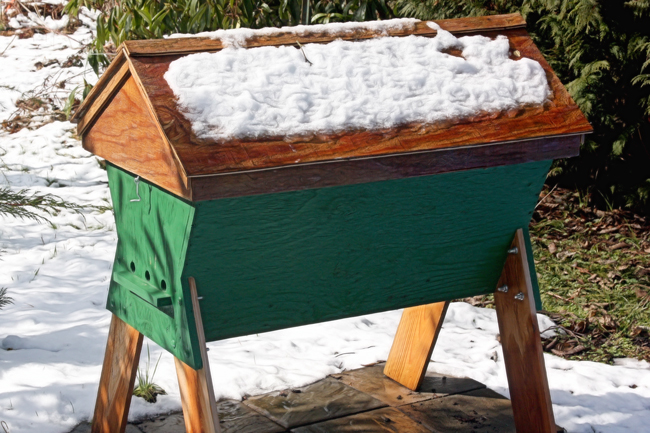 Top-bar-hive-in-winter
