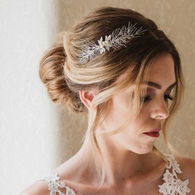 Handmade bridal comb with pearls -Hemera