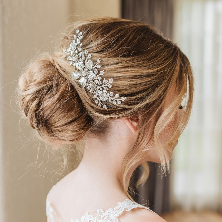 Floral-bridal-hair-comb-Harmonia