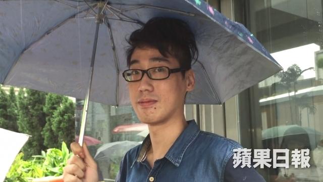 man occupy mong kok throw barricades