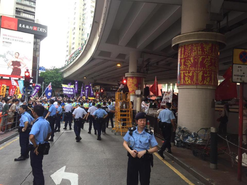 Police separating pro-Beijing and pro-democracy groups