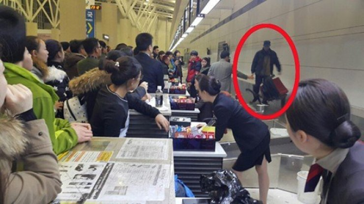 Chinese man throws chair at Jeju Airport