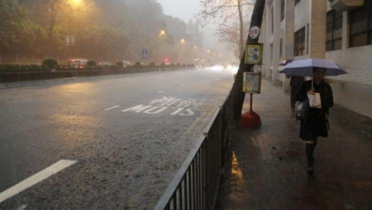 Waterloo Road under heavy rain.