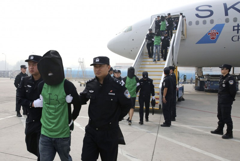 Chinese and Taiwanese citizens who were deported from Kenya arrived at Beijing Capital International Airport on April 13, 2016.