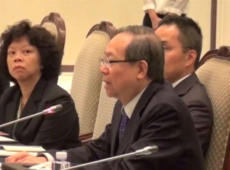 Lai Tung Kwok at meeting