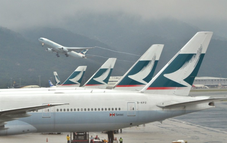 airport-cathay-pacific-plane-takeoff-2
