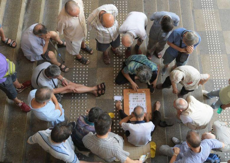 elderly gambling mahjong