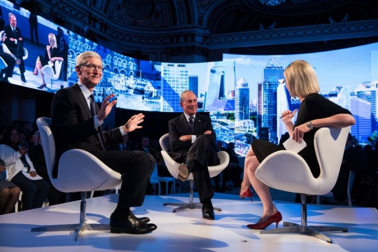 Tim Cook Mike Bloomberg