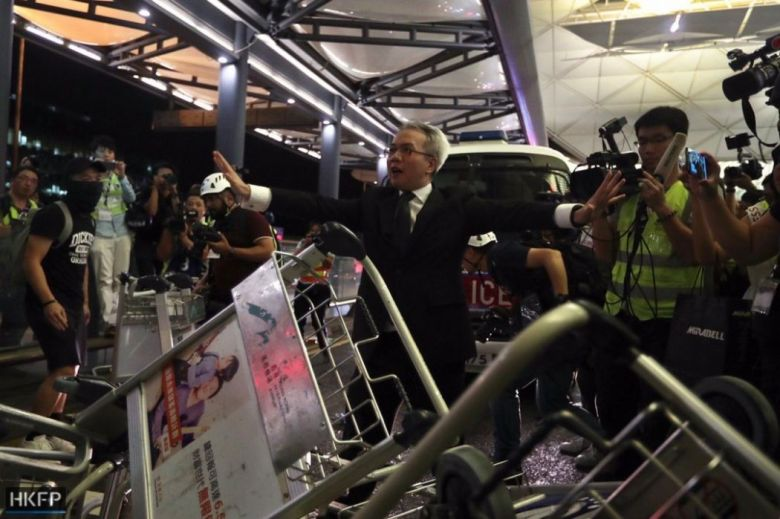 august 13 china extradition airport (1)