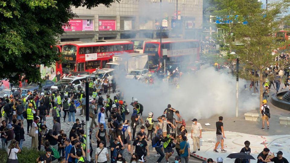 Tear gas outside Peninsula Hotel