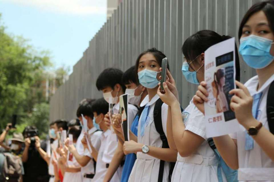 Student human chain Heung To Middle School