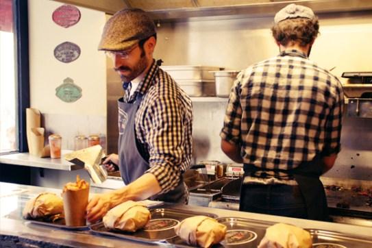 Photo promo. Il y a plus de monde en cuisine à l'heure du rush.