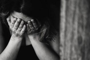 Emotionalen Hunger: Frau verzweifelt