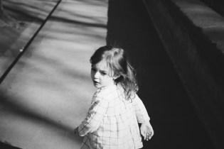 Das laufende Mädchen spiegelt die Vergangenheit