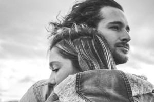 Eine Partnerschaft mit Mann und Frau, der die Liebe fehlt