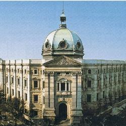 県立博物館(旧正金銀行本店)