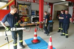 Spreizer 2 - Sieben Feuerwehrmitglieder absolvierten Grundausbildung