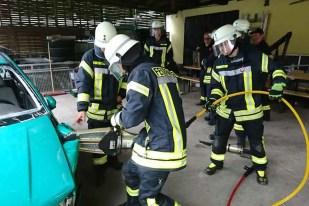 TH PKW 2 - Sieben Feuerwehrmitglieder absolvierten Grundausbildung